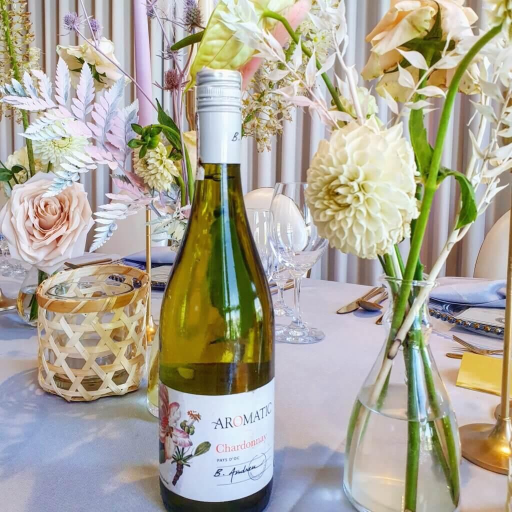 Butelka wina chardonnay nastole. Andreu Chardonnay Pays Doc Francja Aromatic 2019